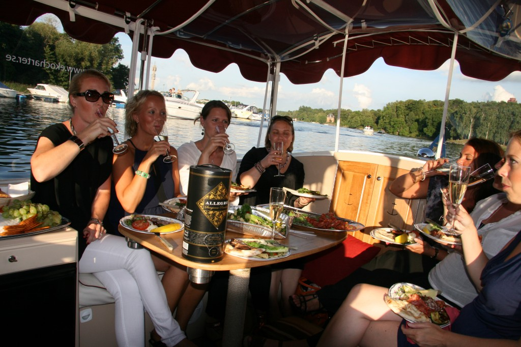 Möhippa i Stockholm i vattenlimousin